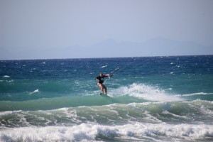 Fanes kitesurfing in waves